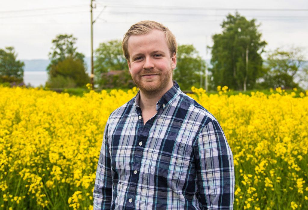 Daniel Lindau - Ute på ett fält